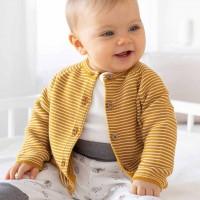 Kuschelige Baby Strickjacke Ringel senfgelb