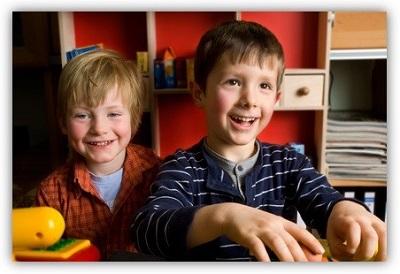 Gemeinsames-Spielen-fordert-auch-das-Sprachvermogen-von-Kindern