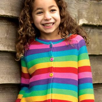 Strickjacke Regenbogen Farben zum Knöpfen