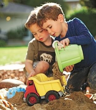 green-toys-sandspielzeug-kipper-eimer-schadstofffrei