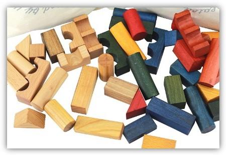 Ungefaerbte-oder-pfanzlich-gefaerbte-Holz-Bausteine-Wooden-Story