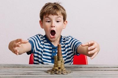 taschngeld-ratgeber-ab-wann-und-wie-viel-kinder