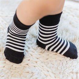 2 Paar Socken schwarz gestreift
