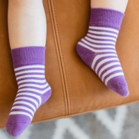 Lila Mädchen Socken Streifen