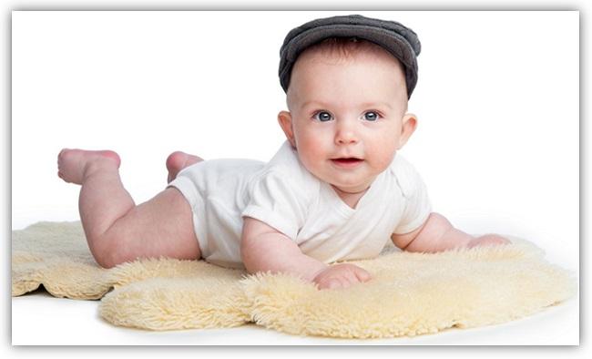 Lammfell-fuer-Babys-greenstories-Blog-informiert