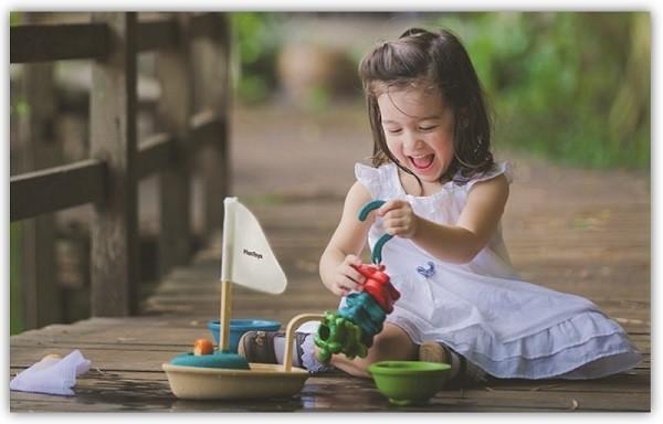 SM_Wasserspielzeug-aus-Holz-von-PlanToys-im-greenstories-Interview