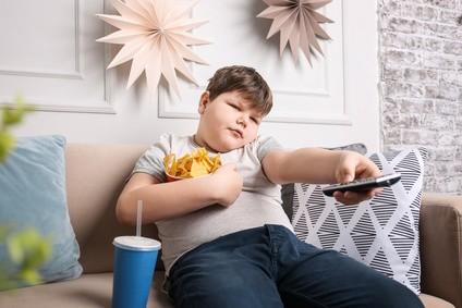 ubergewicht-durch-zu-viel-fernsehen-bei-kindern