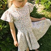 Edles Mädchenkleid Blümchen-Muster Rüschen