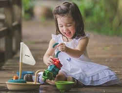 schadstofffreies-kinderspielzeug-aus-geprueftem-und-schadstofffreiem-holz-bei-greenstories55d0c26a332c7