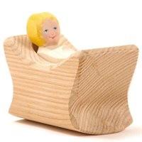Kind mit Wiege Holzfigur 5 cm hoch