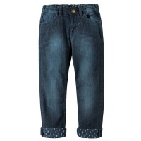 Helle Jungen Jeans zum Krempeln