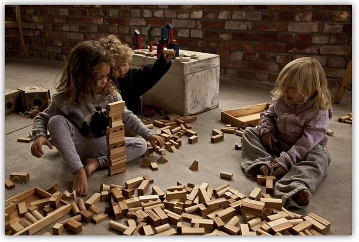 Oekologischer-Holzspielzeug-Hersteller-Wooden-Story-bei-greenstories