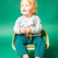 Robuste Baby Twillhose in dunkelgrün