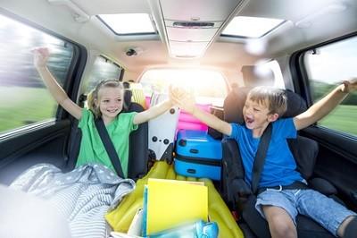 auto-verreisen-mit-kindern-urlaub-ratgeber