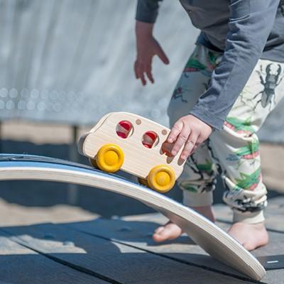 balance-board-von-wobbel-als-holzspielzeug-spielwelt