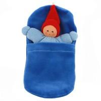 Wichtel mit Rassel im Schlafsack - blau