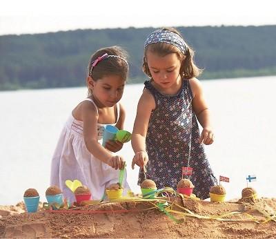 spielstabil-eisformen-sandspielzeug-maedchen-bunt