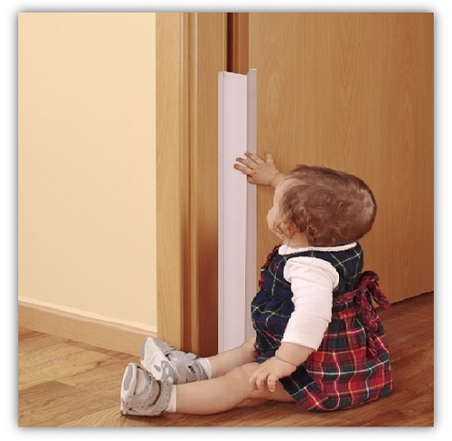 Kindersicherheit-im-Haushalt-Kind-Tuer-Klemmschutz-Mitwachsend-reer