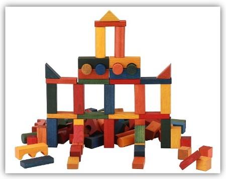Komplexeres-Bauen-mit-Holbaukloetzen-Kinder-im-2-Lebensjahr-Wooden-Story-Steine