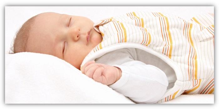 Besser-Schlafsack-statt-Decke-greenstories-Ratgeber-Babys-sicher-Schlafen